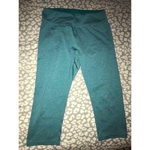 Capri Yoga Leggings with small waistband pocket